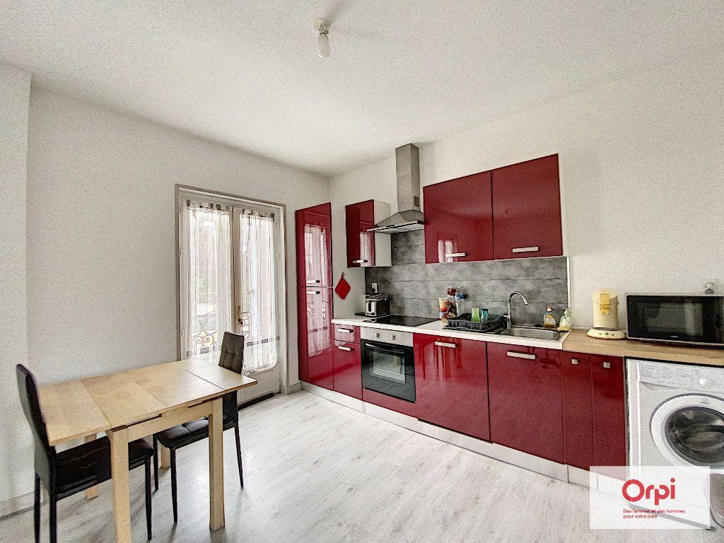 Appartement à louer 3 48.73m2 à Néris-les-Bains vignette-1