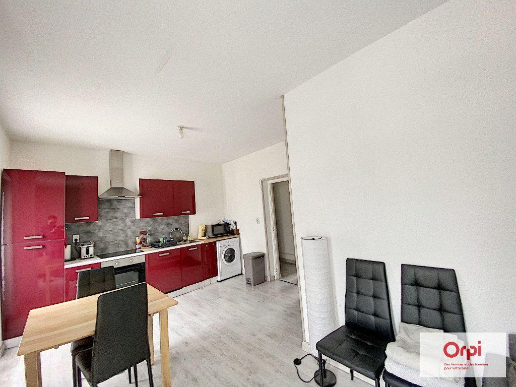 Appartement à louer 3 48.73m2 à Néris-les-Bains vignette-2