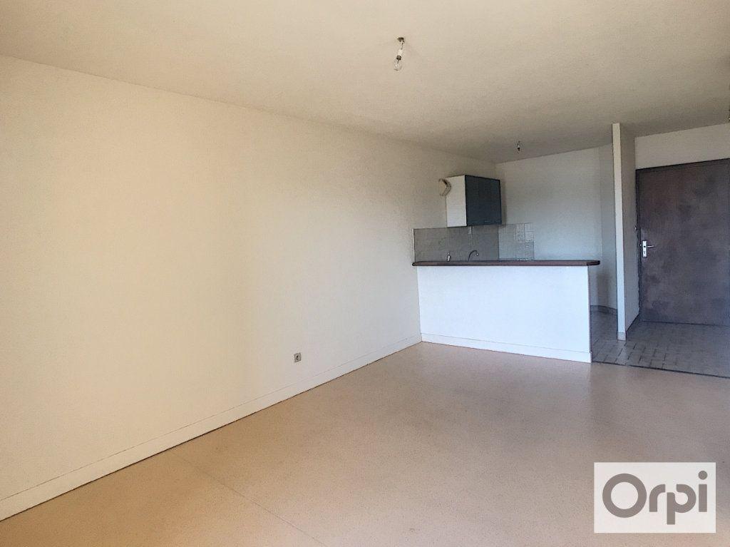 Appartement à louer 2 39.7m2 à Montluçon vignette-5