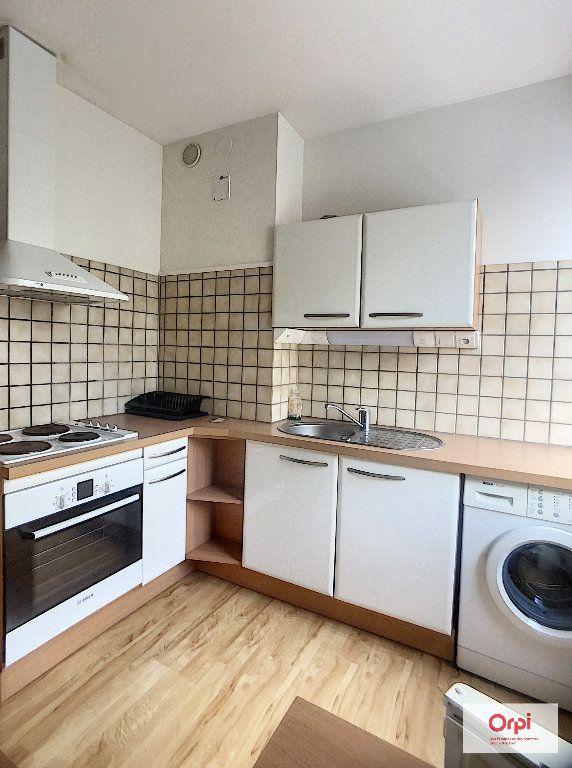 Appartement à louer 2 37.95m2 à Montluçon vignette-2
