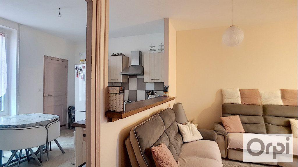 Appartement à louer 4 80m2 à Montluçon vignette-2