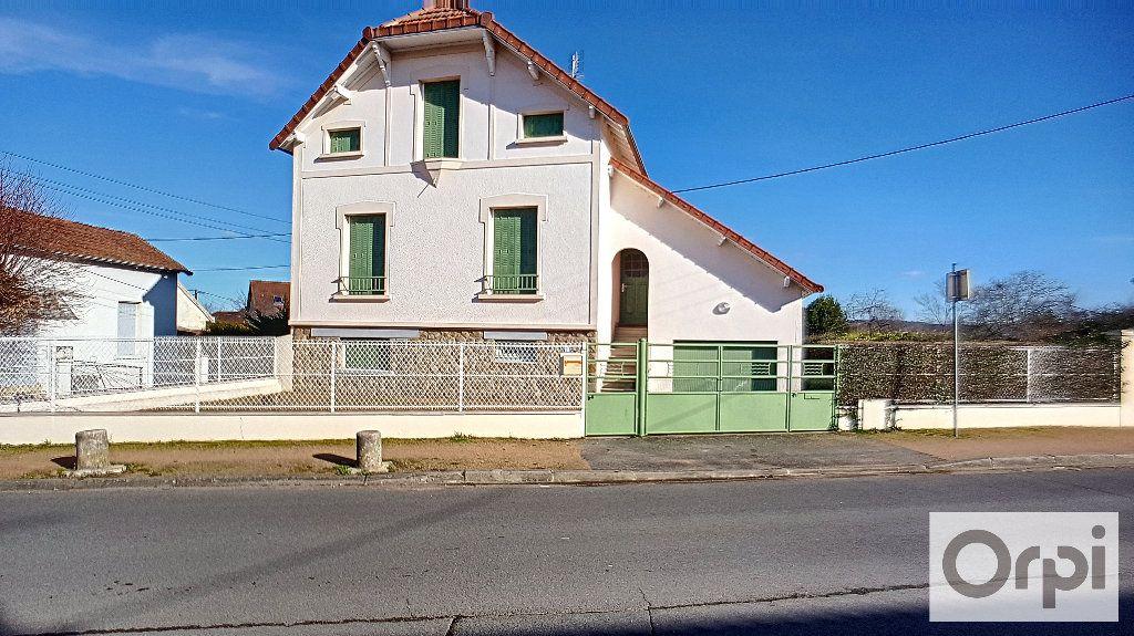 Maison à louer 6 159m2 à Domérat vignette-1