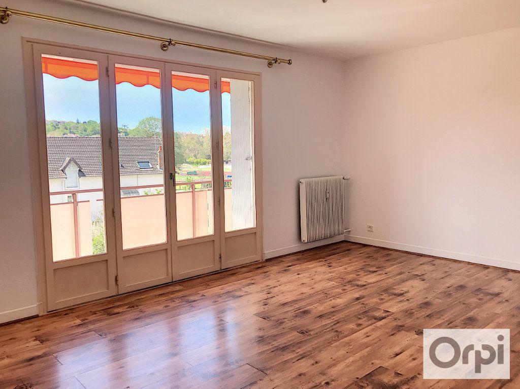 Appartement à louer 3 64m2 à Montluçon vignette-1