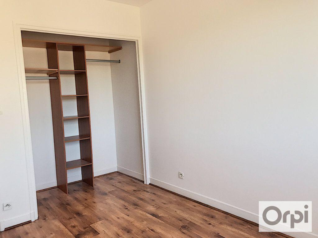 Appartement à louer 3 64m2 à Montluçon vignette-7