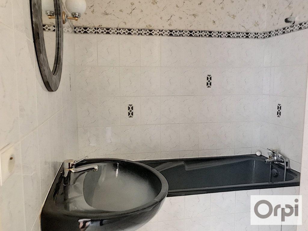Appartement à louer 3 64m2 à Montluçon vignette-9