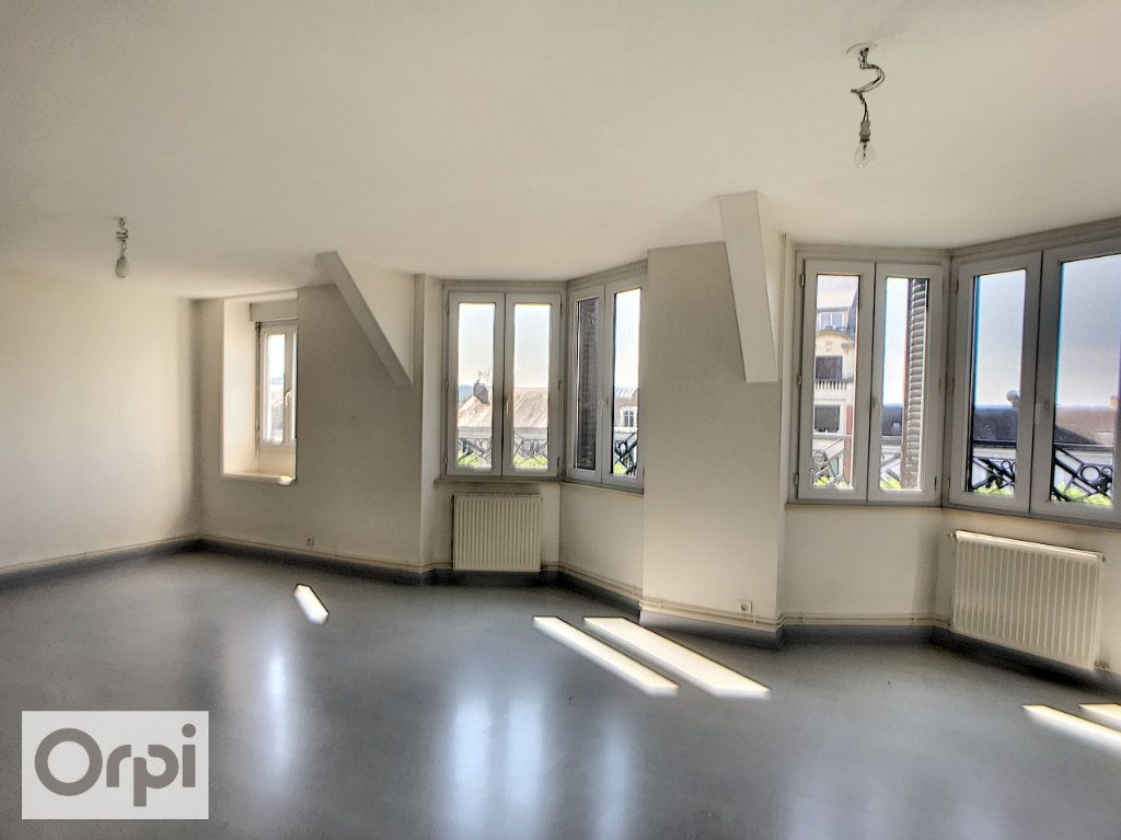 Appartement à louer 3 69.93m2 à Montluçon vignette-1