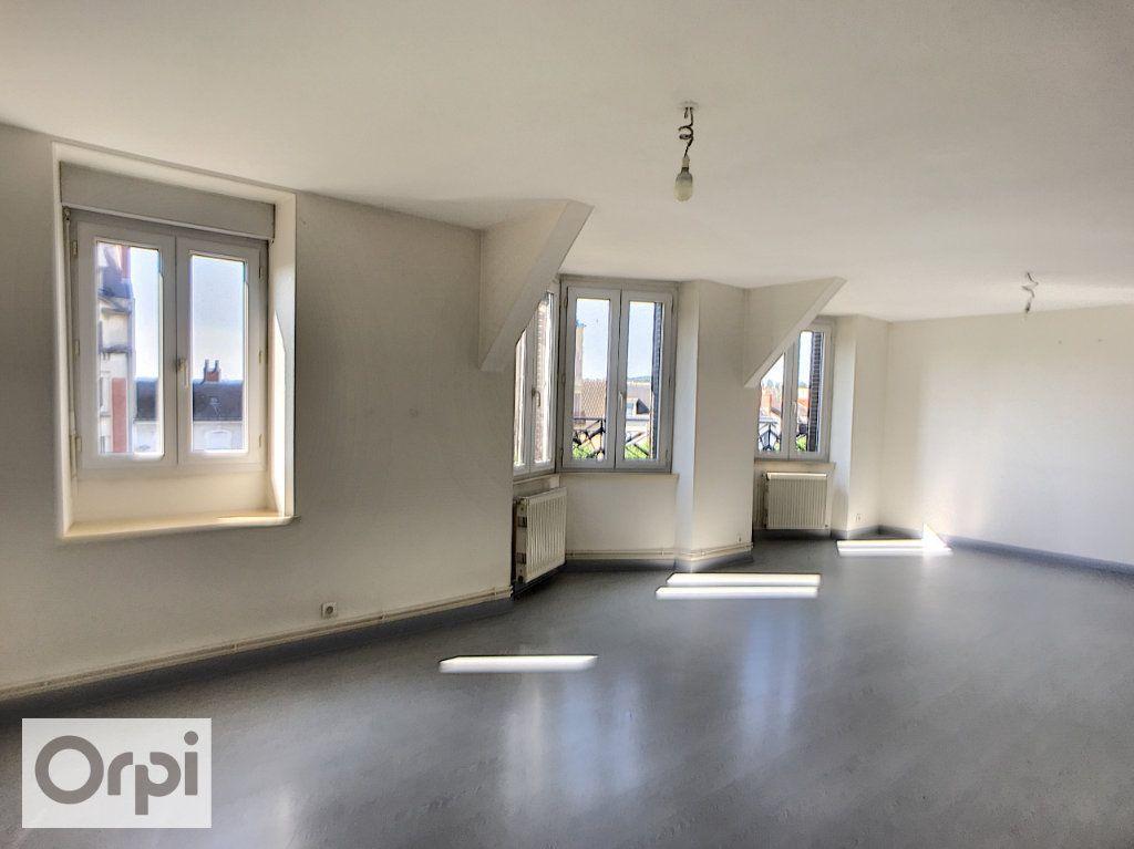 Appartement à louer 3 69.93m2 à Montluçon vignette-2