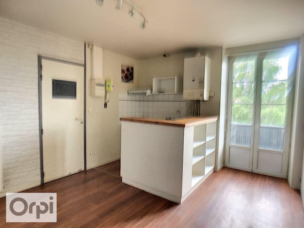Appartement à louer 2 43.05m2 à Montluçon vignette-2
