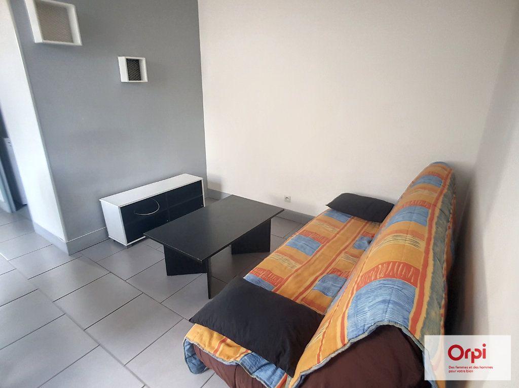 Appartement à louer 2 28.48m2 à Montluçon vignette-2