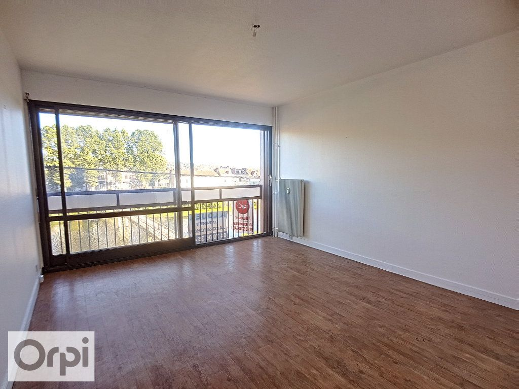 Appartement à louer 2 43.26m2 à Montluçon vignette-2