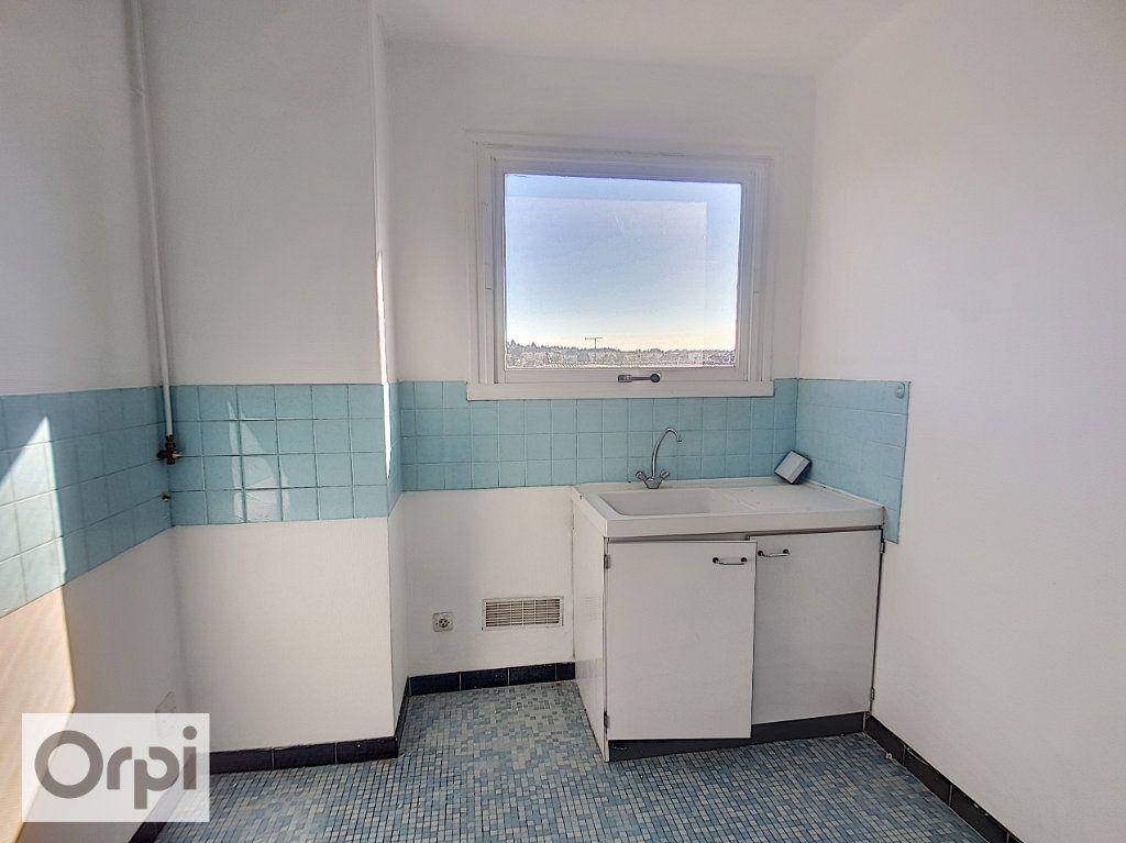 Appartement à louer 2 43.26m2 à Montluçon vignette-3