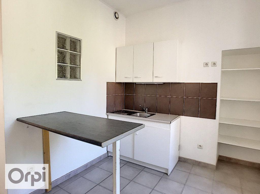 Appartement à louer 3 50.07m2 à Montluçon vignette-3