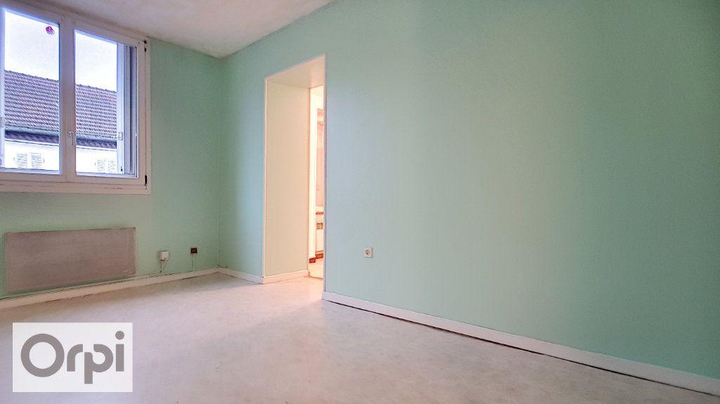Appartement à louer 2 44m2 à Montmarault vignette-4