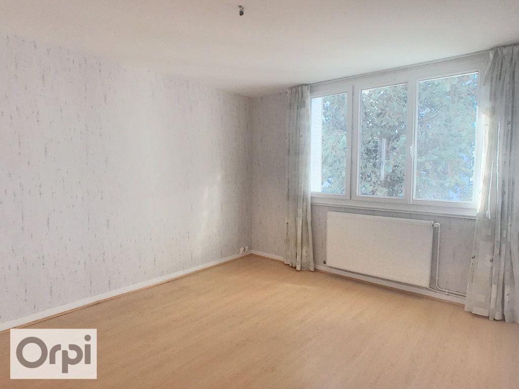 Appartement à louer 3 67m2 à Montluçon vignette-2