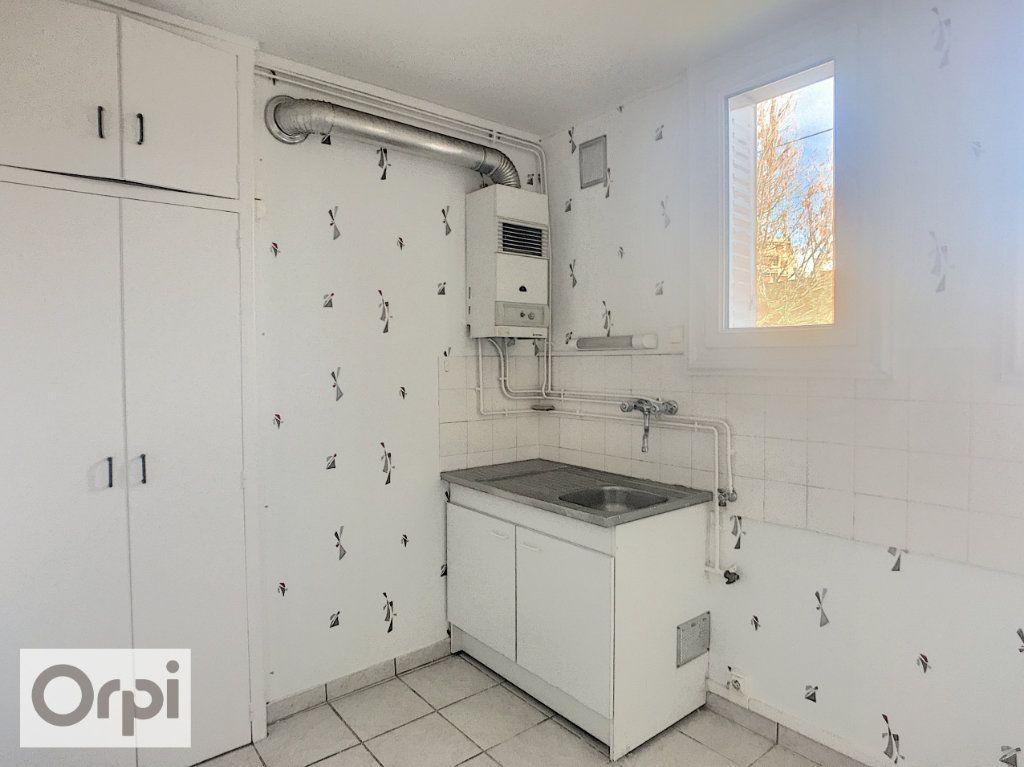 Appartement à louer 3 67m2 à Montluçon vignette-3