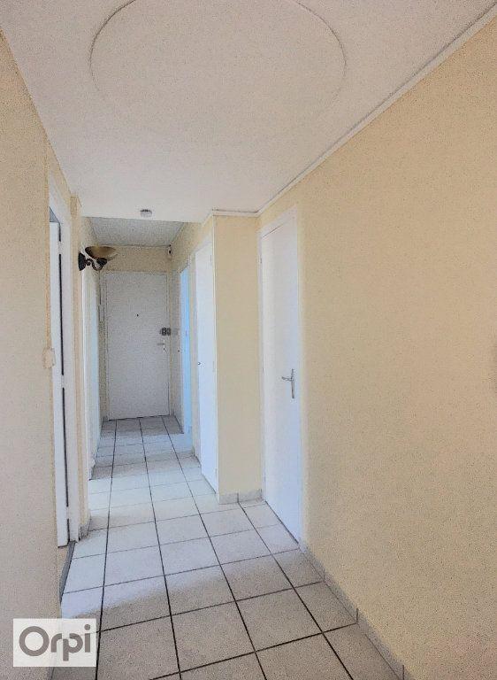 Appartement à louer 3 67m2 à Montluçon vignette-4