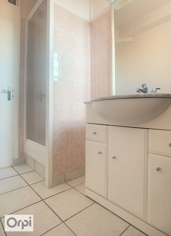 Appartement à louer 3 67m2 à Montluçon vignette-5