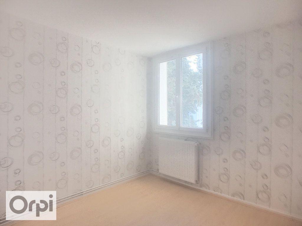 Appartement à louer 3 67m2 à Montluçon vignette-6
