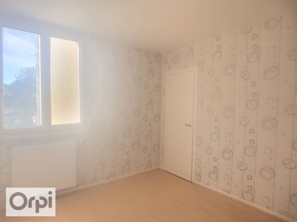 Appartement à louer 3 67m2 à Montluçon vignette-7