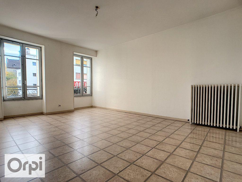 Appartement à louer 4 89.16m2 à Montluçon vignette-1