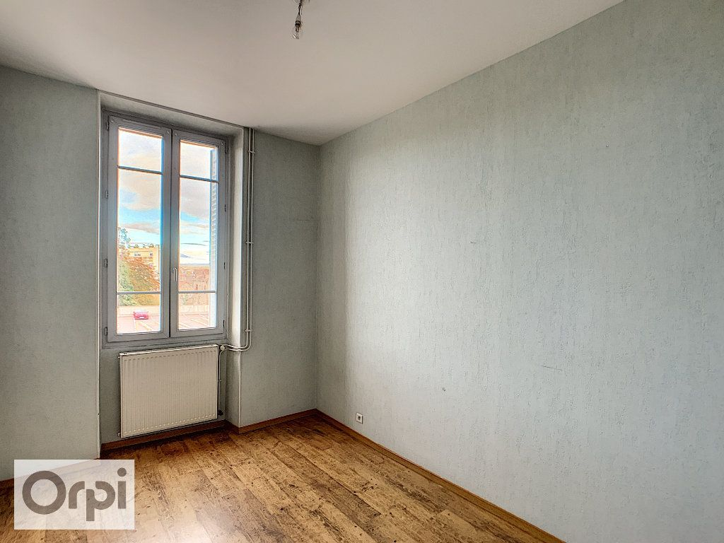 Appartement à louer 4 89.16m2 à Montluçon vignette-3