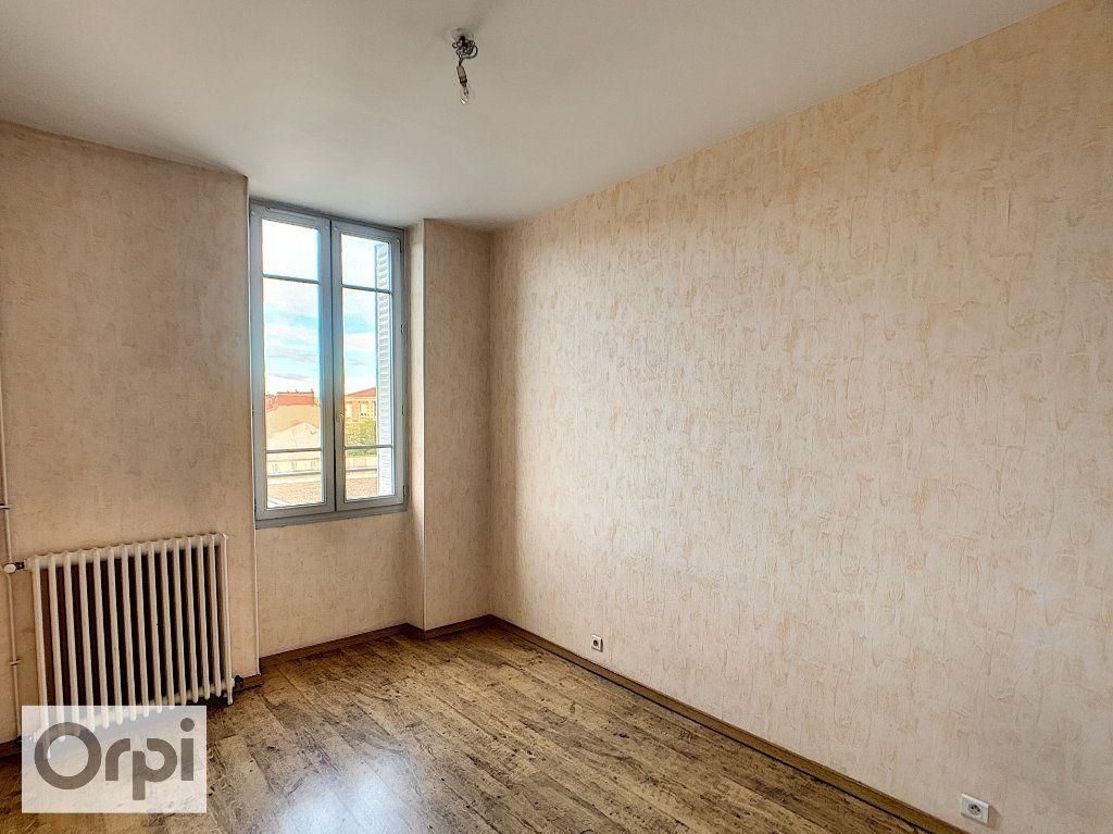 Appartement à louer 4 89.16m2 à Montluçon vignette-5