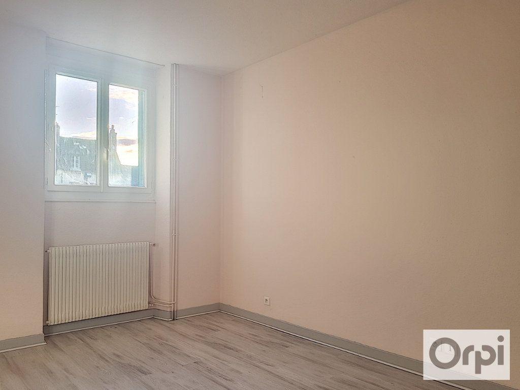 Appartement à louer 2 46.98m2 à Montluçon vignette-4