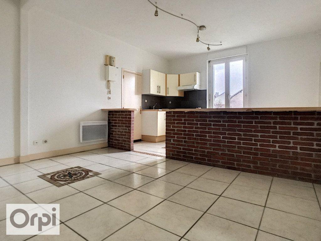 Appartement à louer 2 40.68m2 à Montluçon vignette-2