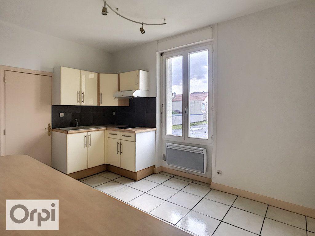 Appartement à louer 2 40.68m2 à Montluçon vignette-3