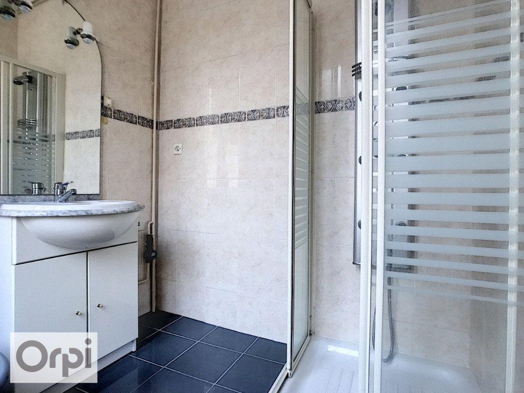 Appartement à louer 2 40.68m2 à Montluçon vignette-6
