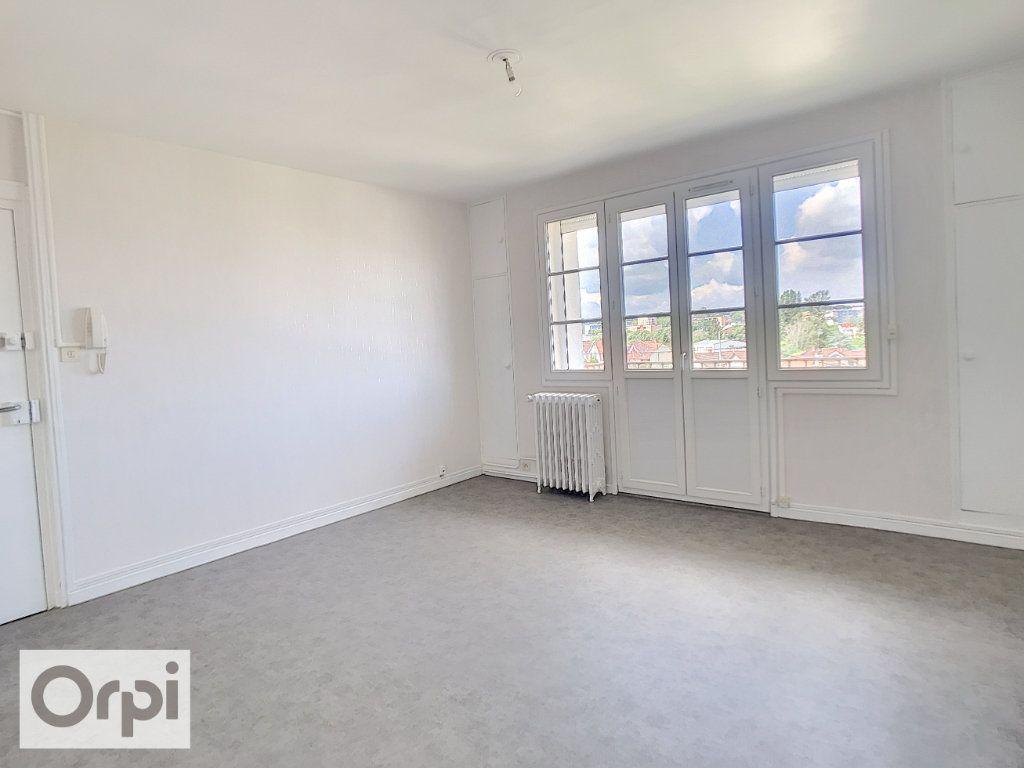 Appartement à louer 3 52m2 à Montluçon vignette-3