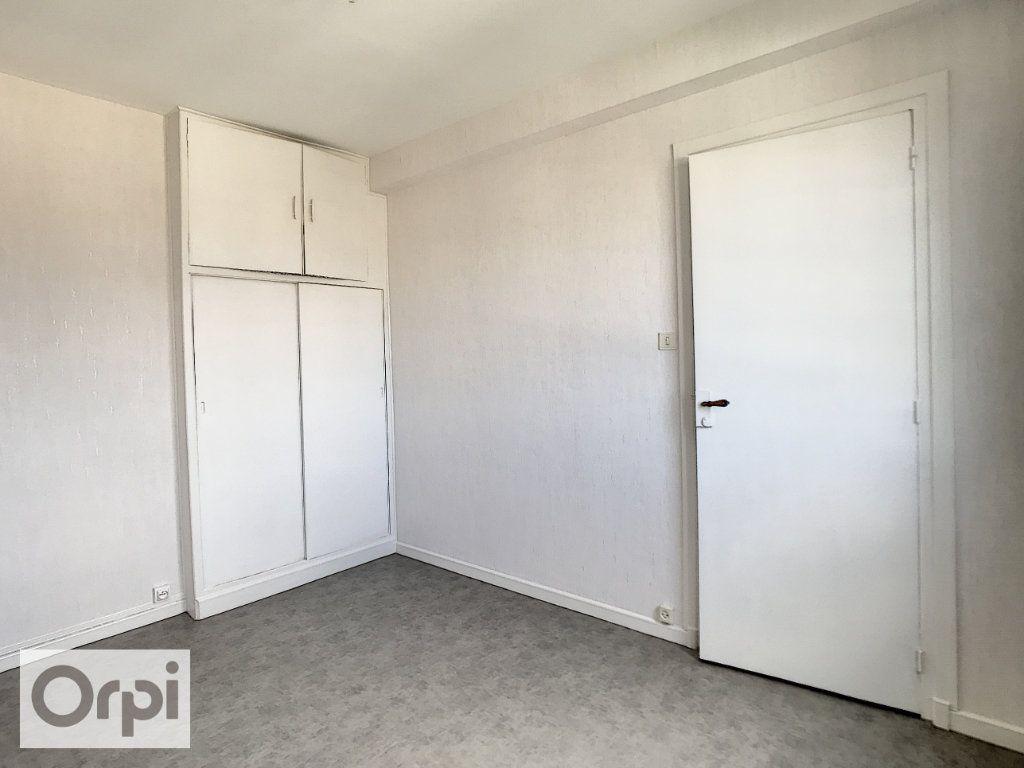 Appartement à louer 3 52m2 à Montluçon vignette-7