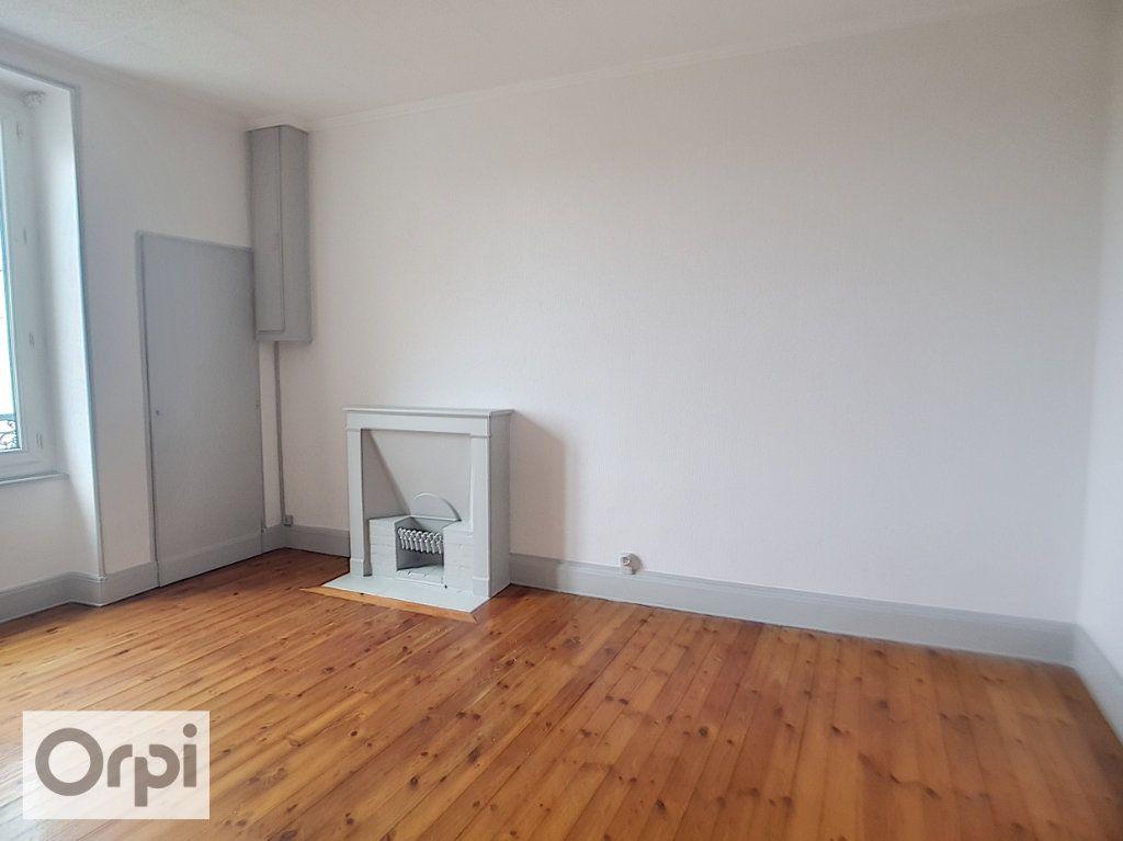 Appartement à louer 2 60m2 à Montluçon vignette-3