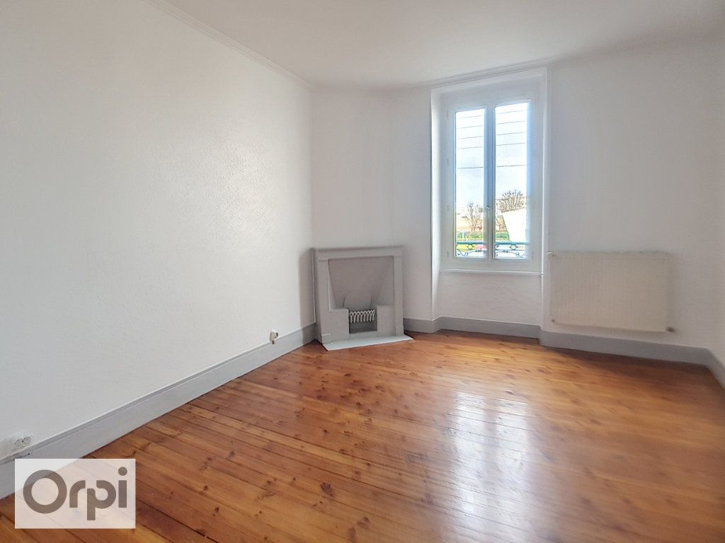 Appartement à louer 2 60m2 à Montluçon vignette-4
