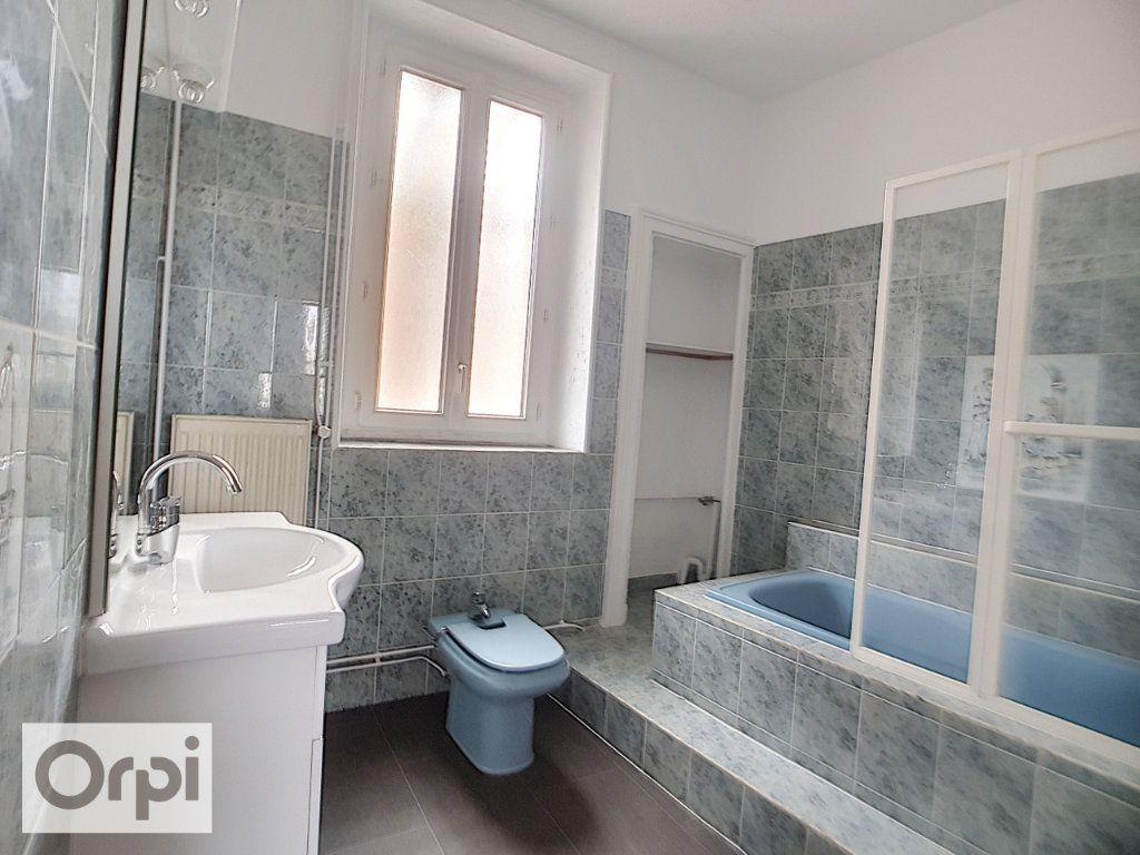 Appartement à louer 2 60m2 à Montluçon vignette-6