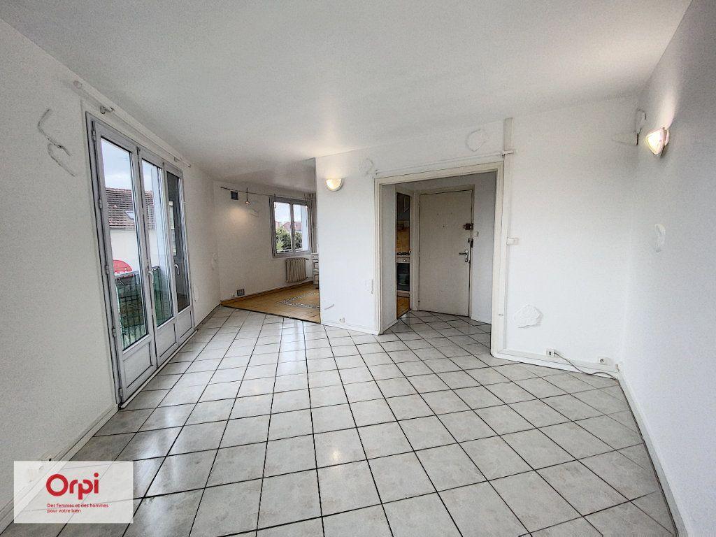 Appartement à louer 2 45.7m2 à Montluçon vignette-1