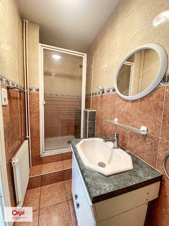 Appartement à louer 2 45.7m2 à Montluçon vignette-5