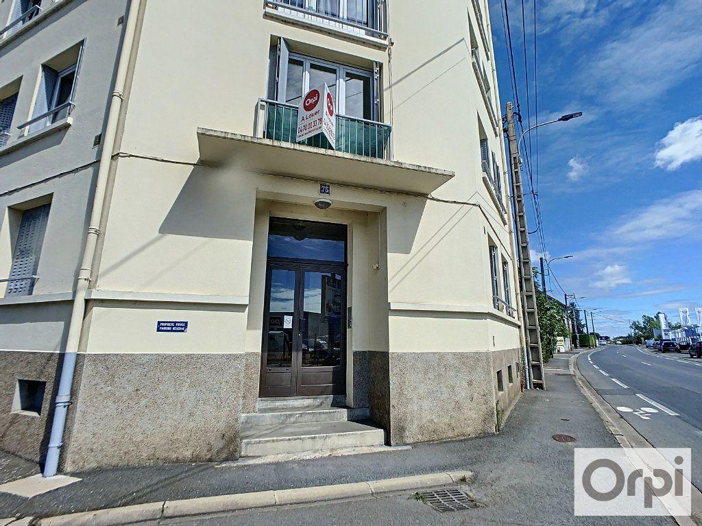 Appartement à louer 2 45.7m2 à Montluçon vignette-6