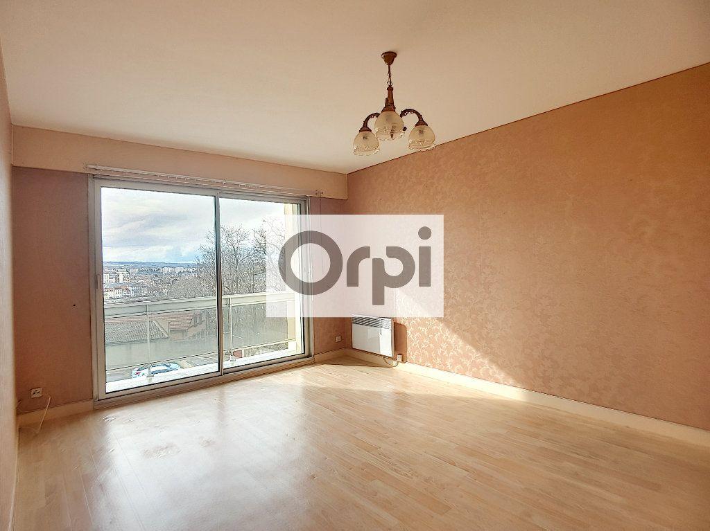 Appartement à louer 3 65.64m2 à Montluçon vignette-1