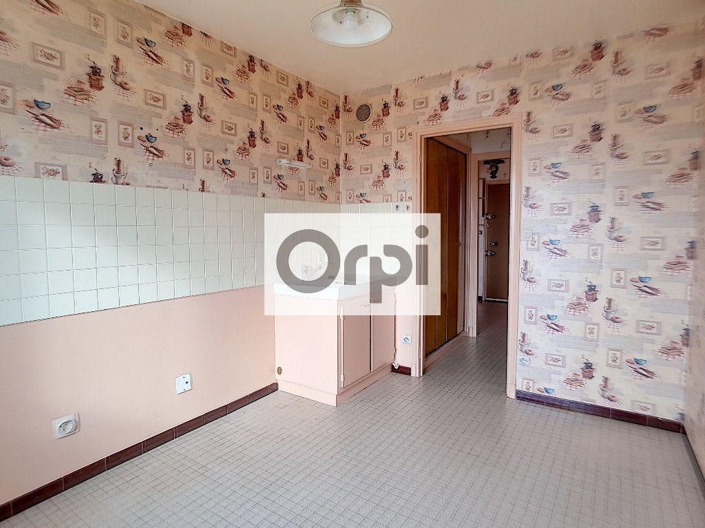 Appartement à louer 3 65.64m2 à Montluçon vignette-2