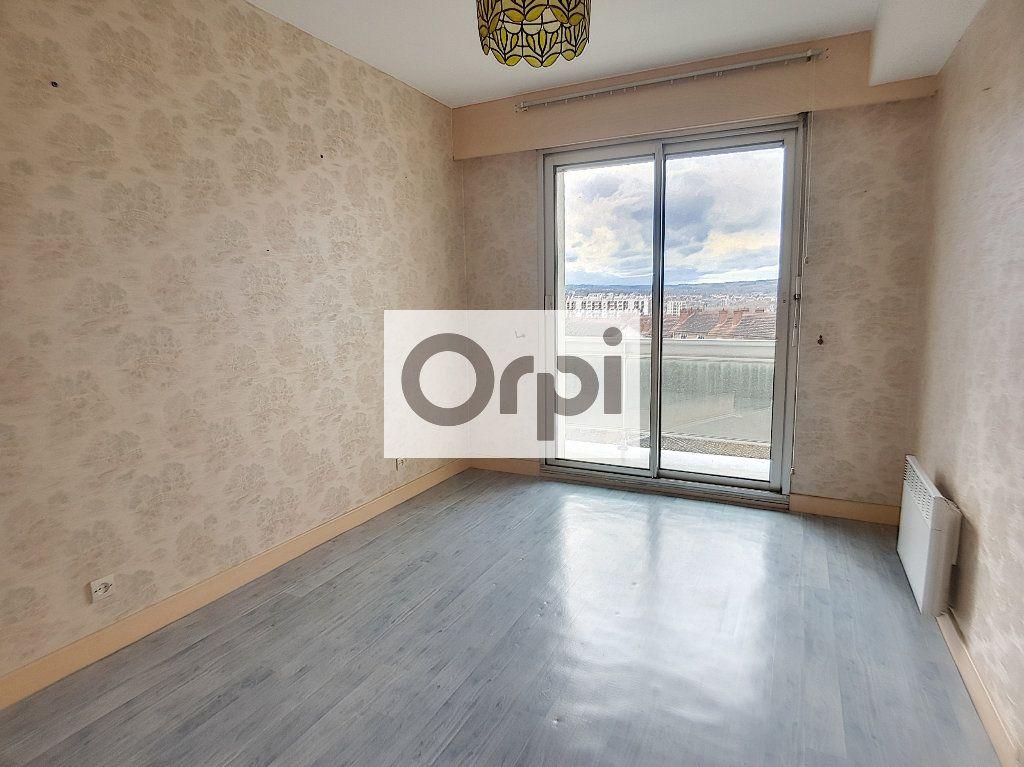 Appartement à louer 3 65.64m2 à Montluçon vignette-5