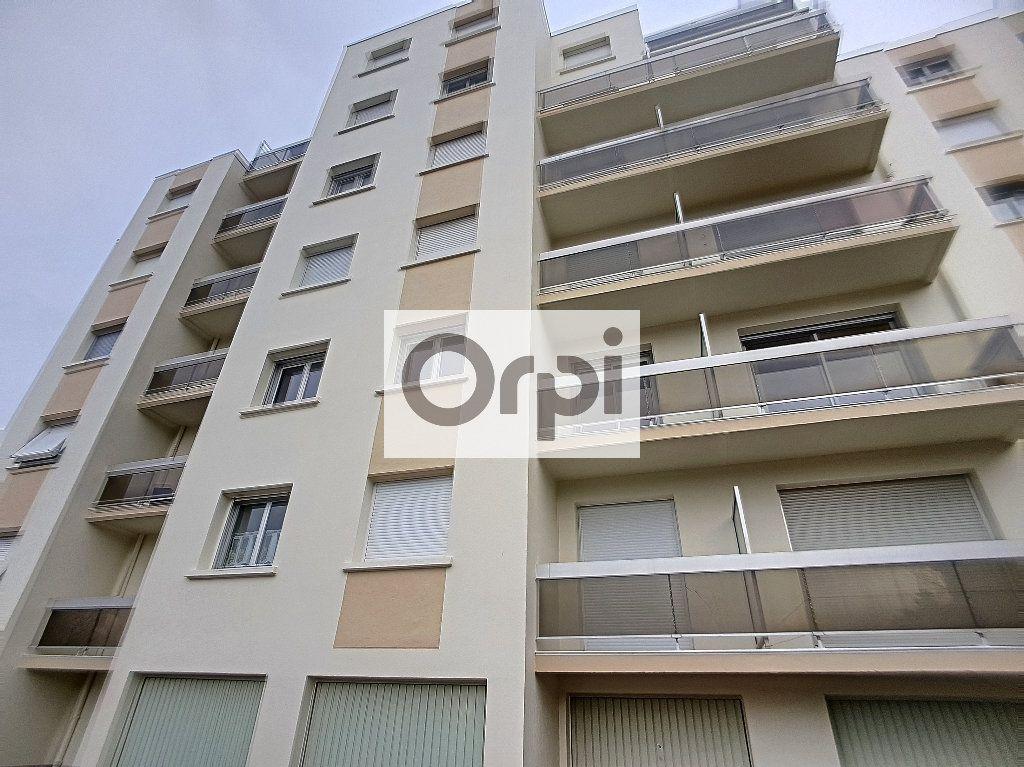 Appartement à louer 3 65.64m2 à Montluçon vignette-7