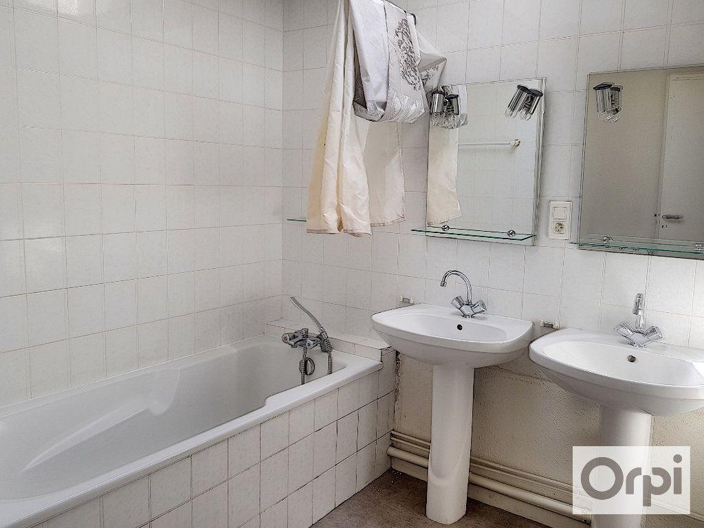 Appartement à louer 4 90m2 à Montluçon vignette-8