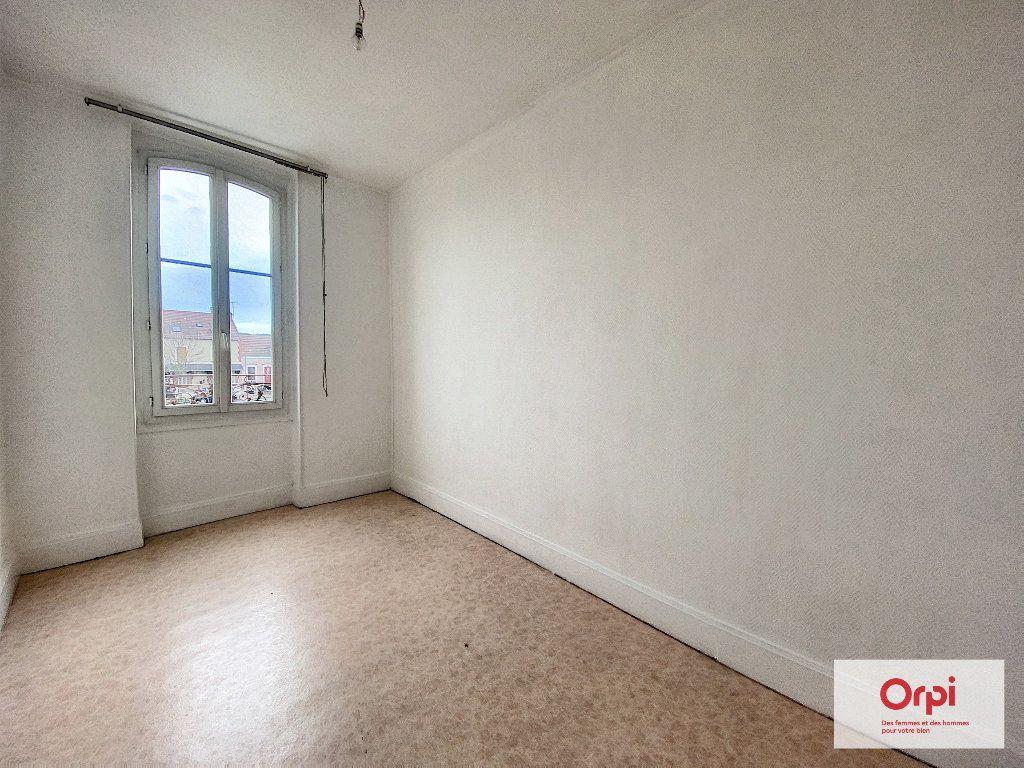 Appartement à louer 3 65m2 à Montluçon vignette-5