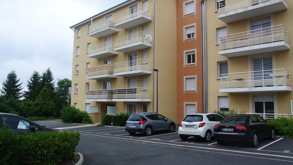 Appartement à louer 3 60.68m2 à Montluçon vignette-1