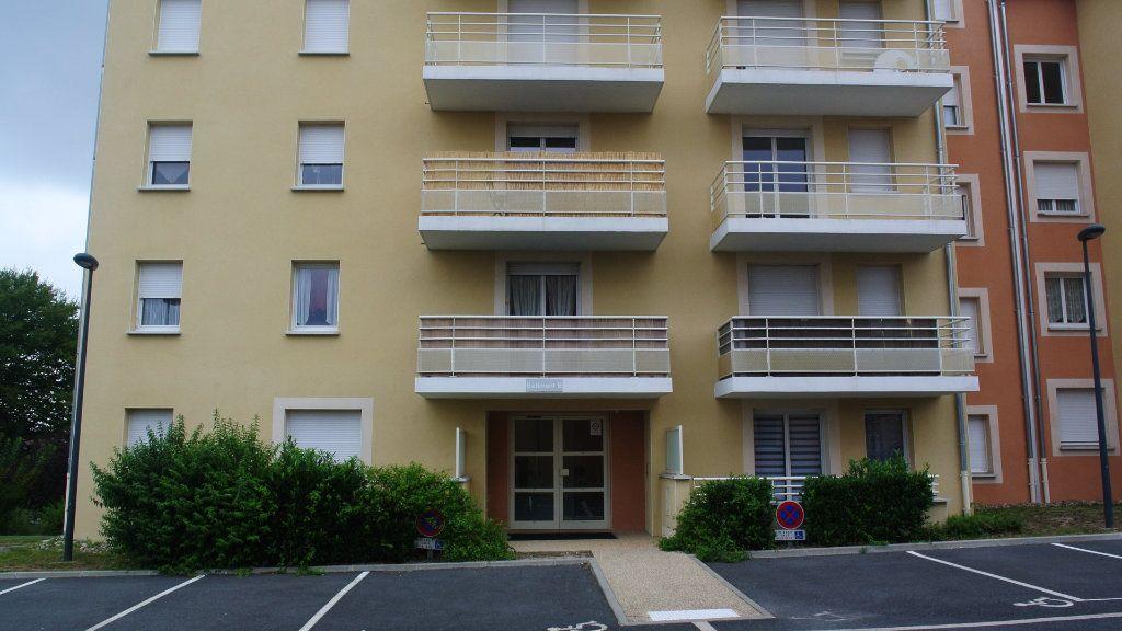 Appartement à louer 3 60.68m2 à Montluçon vignette-2