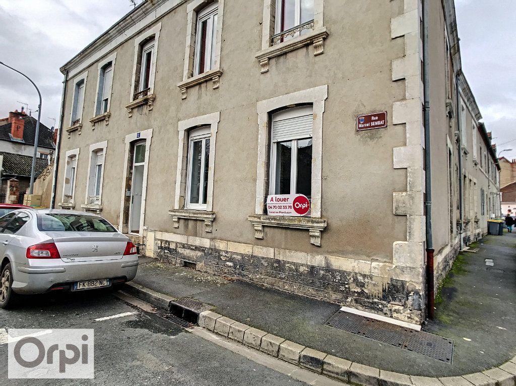 Appartement à louer 3 57m2 à Montluçon vignette-1