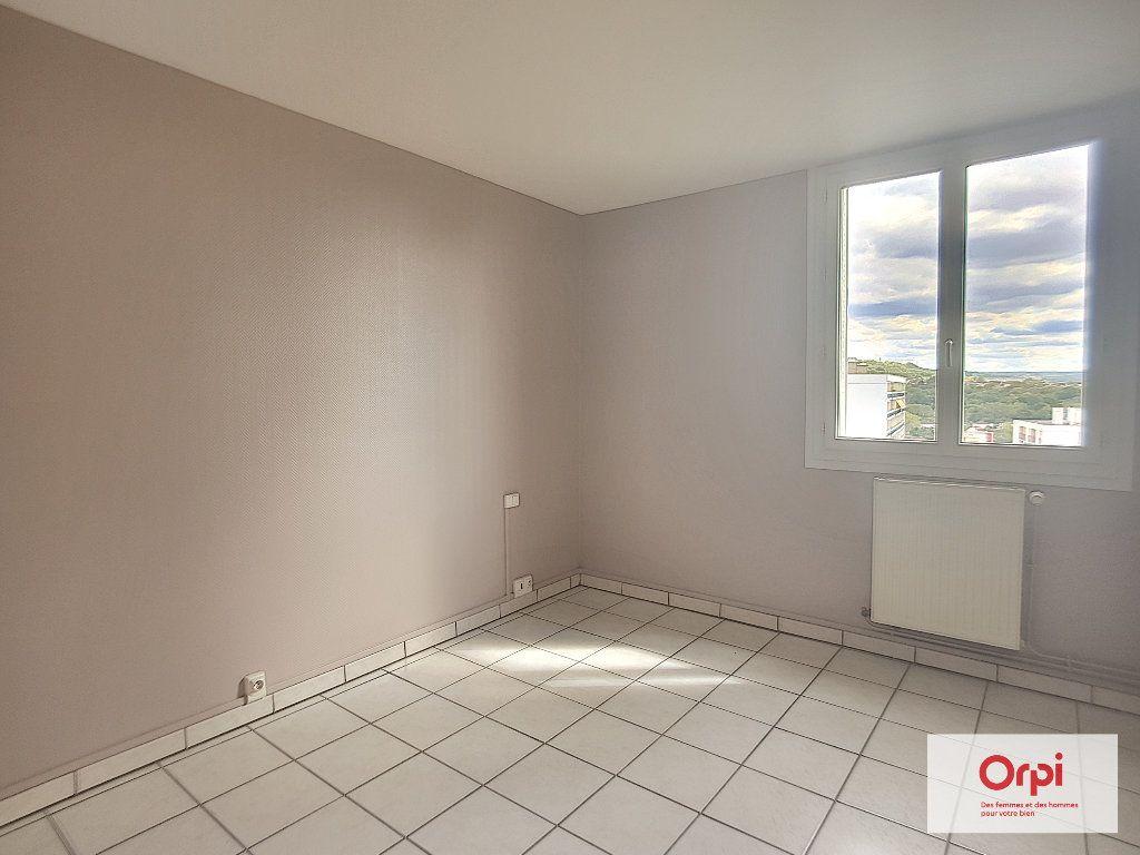 Appartement à louer 3 53m2 à Montluçon vignette-3