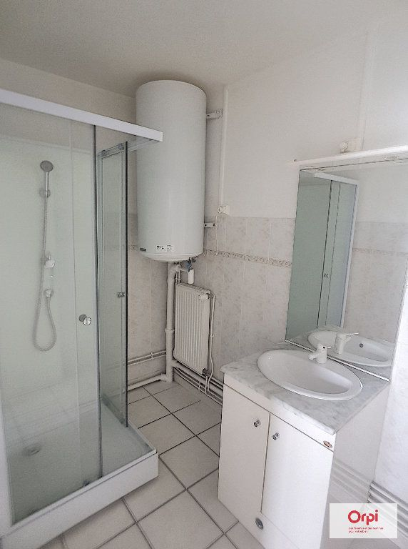 Appartement à louer 3 53m2 à Montluçon vignette-4