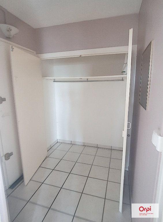 Appartement à louer 3 53m2 à Montluçon vignette-5